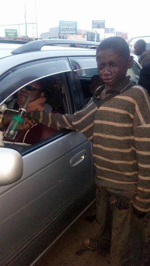 Շատ հուզիչ դեպք․ Մուրացկան երեխան մանր խնդրելու փոխարեն իր մոտ եղած ամբողջ գումարը տվեց նրան։ Ինչ տեսավ մեքենայի մեջ մուրացկան երեխան !