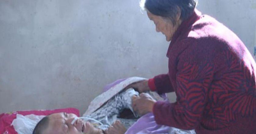 Մայրը կոմայից դուրս է բերում իր որդուն,12 տարվա ընթացքում ծախսելով իր ողջ խնայողությունները.