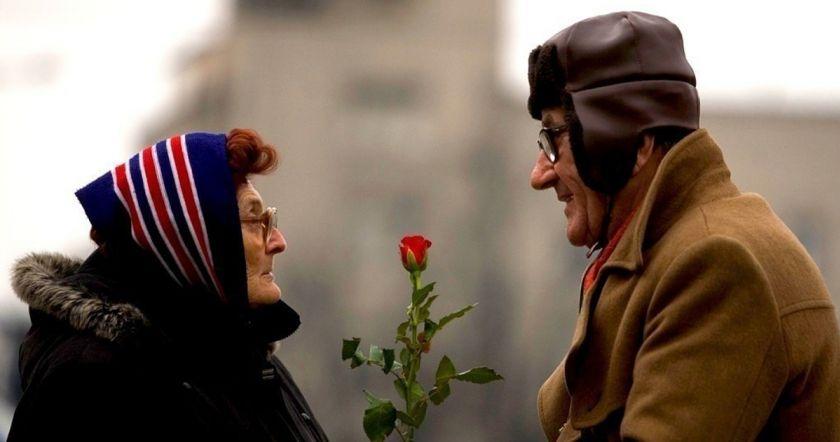 Կնոջը ծաղիկներ գնելու համար, տարեց տղամարդը բանկոմատից փող էր հանում։այն, ինչ պարզվեց վերջում, կստիպի ձեզ փշաքաղվել․