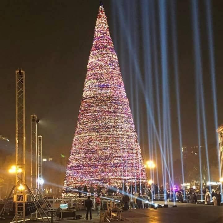 Հայաստանի տարբեր քաղաքների շքեղ և խղճուկ տոնածառերը (ֆոտոներ)