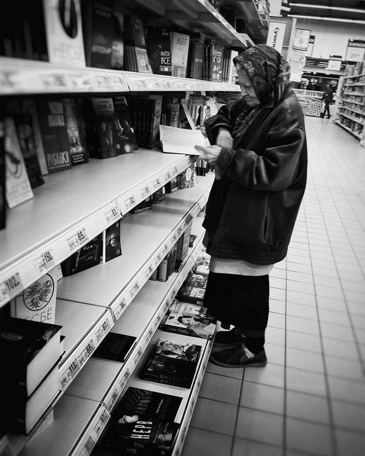 Տատիկը գնում էր խանութ 15 տարի շարունակ գիրք կարդալու համար. այն, ինչ արեցին խանութում, կապշեցնի Ձեզ