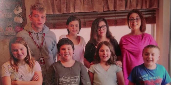 Նրանց տանը յոթ մարդ հազիվ էր տեղավորվում, 5 երեխայի մայրը  որդեգրել է մահացած հարևանուհու 3 երեխաներին․ շուտով նրա դուռը բախում է…