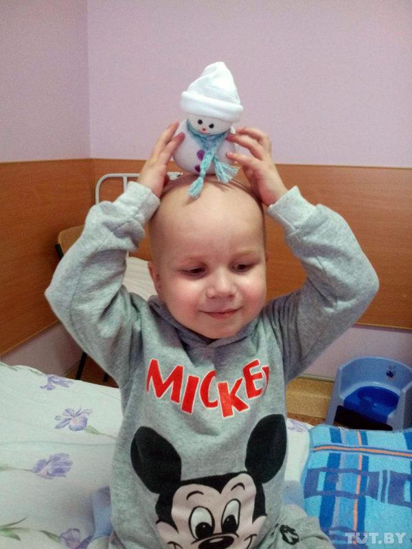 4-ամյա տղան իր վիրահատության համար խաղալիքներ էր կարում, որ գումար վաստակեր