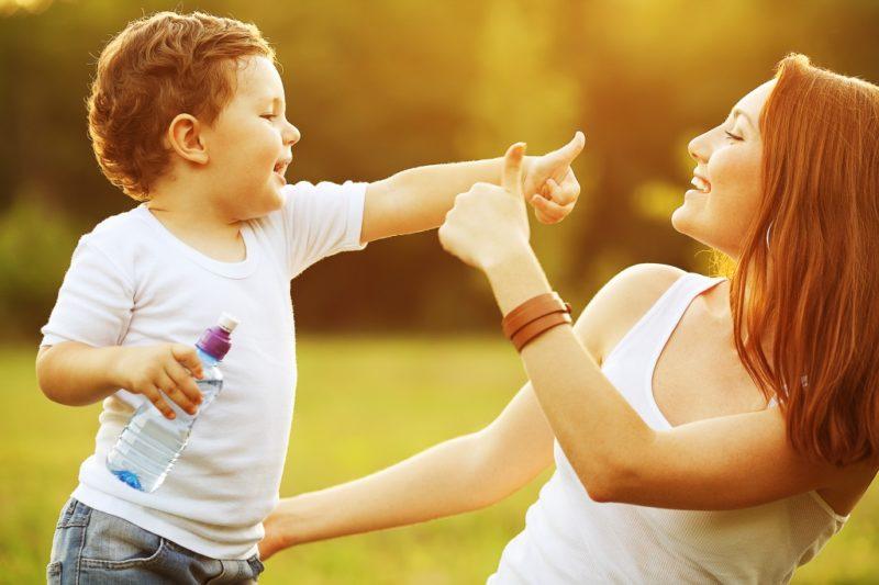 Իմաստուն և սովորական ծնողներ. Երեխայի դաստիարակության մեջ առաջին տեղում միշտ մնում է սերը, որը Դուք նվիրում եք նրան