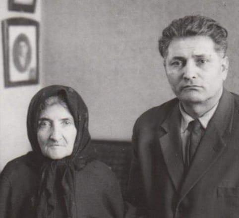 Հովհաննես Շիրազ.Մայրս փոքրիկ, մայրս խեղճ, մայրս մի մայր հասարակ, մայրս այս մայր երկրի մեջ, արևի դեմ մի ճրագ
