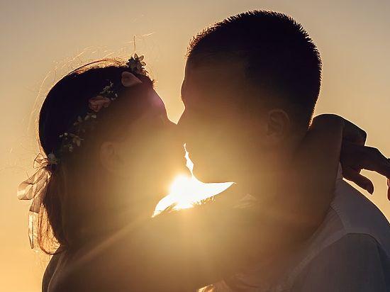 Սեր, սեր, սեր...Սերը հրաշալի ծաղիկ է, բայց պահանջվում է խիզախություն` անդունդի եզրին մոտենալու ու նրան պոկելու