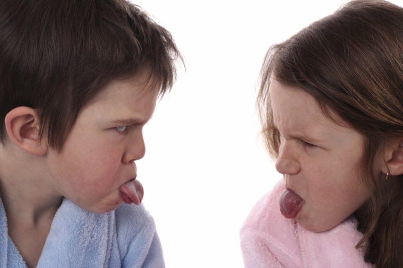 Քույր-եղբայր. Երբեք ձեր միմյանց հետ մի համեմատեք, մի համեմատեք նաև այլ երեխաների հետ, այլապես կարժեզրկեք նրանց ձգտումները