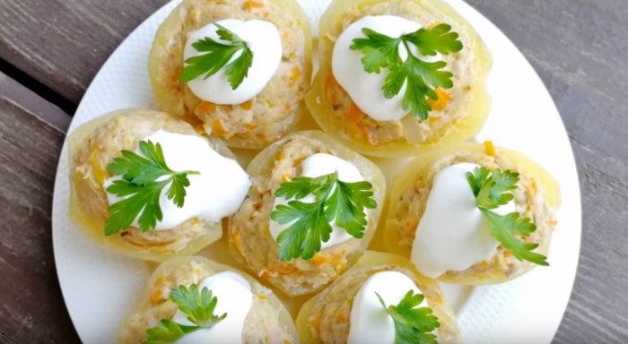 Հիանալի տաք ուտեստ կարտոֆիլով և պարզ բաղադրիչներով.