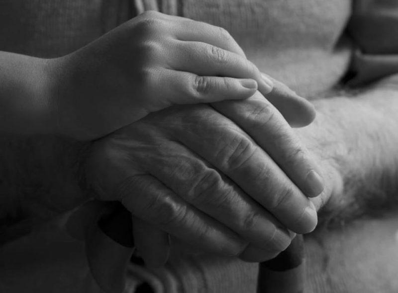 Պապս էլ չկար...Իր բաժին թթվածինն ինձ էր թողել, երկրի երեսից մի բռաչափ սիրտ էր պակասել՝ աշխարհի ամենաբարի սրտերից մեկը.