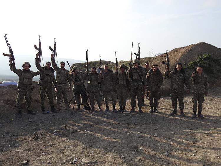 Փառք իրենց կյանքով մեր սահմաններն ու պատիվը պահած զինվորներին. Լույս իջնի շիրմներիդ մեր անպարտելի հերոսներ (տեսանյութ)