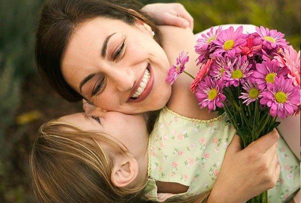 Ի բարօրություն մեր երկրի հավերժ և խաղաղ կեցության` շնորհավորում եմ բոլոր մայրերին, ցանկանում ժպիտներ, ուրախություն, հոգու անդորր....