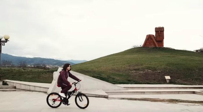 Արցախցի Հրաշք երեխան՝ Միշա Գրիգորյանը, Ռուսական «Առաջին ալիք»-ին ցույց է տվել իր հայրենիքը՝ Արցախը