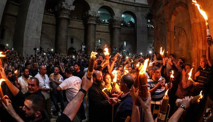 Հավատացյալները վառել են 33 մոմերը Աստծո գերեզմանի տաճարում