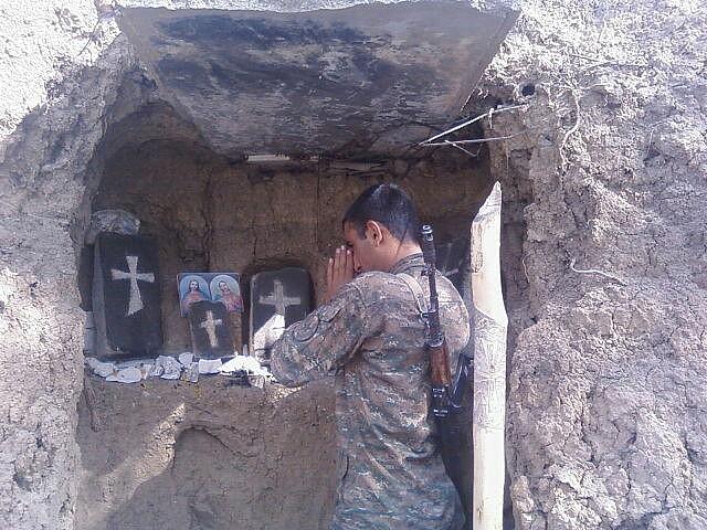 Զինվորի աղոթք. Ամենակարող Տե´ր, քո Սուրբ Աջի և բարի հայացքի ներքո ապահով ու անվրդով պահիր ազգս հայոց