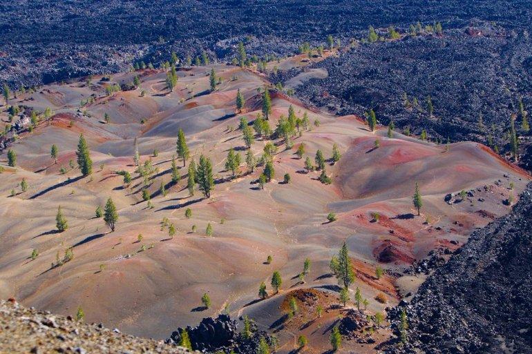 Լասեն-Վոլկանիկի գունավոր ավազաթմբերը