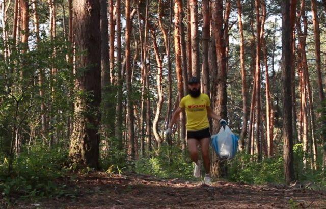 Խարկովցի տղան ամեն անգամ առավոտյան վազքի է վերցնում ձեռնոցներ եւ փաթեթ, որպեսզի հոգ տանի բնության մասին