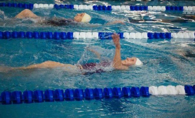 97-ամյա տատիկը պարզապես ցանկացել է ակտիվ մնալ եւ դարձել է լողի չեմպիոն