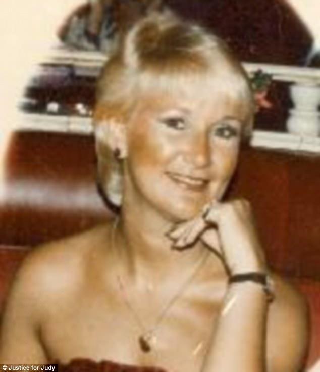 68-ամյա տատիկը 35 տարի է անցկացրել բանտում սպանության համար, որը չի կատարել՝ և բանտից դուրս է գալիս արցունքներով