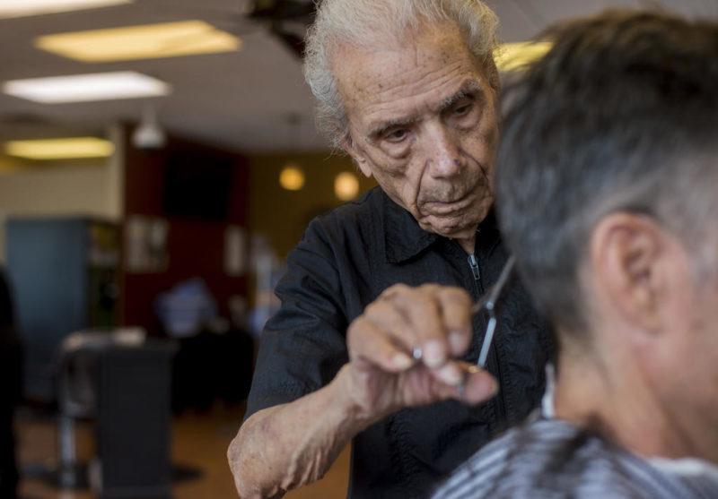 Այս վարսահարդարը 108 տարեկան է և նա աշխատում է գրեթե 100 տարի եւ չի ցանկանում անցնել թոշակի
