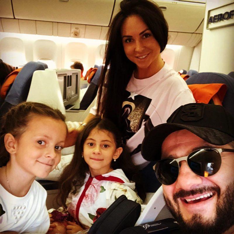 Միխայիլ Գալուստյանը ցույց է տվել իր գեղեցկուհի դուստրերին