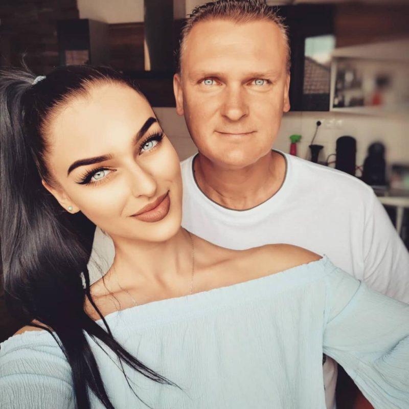 Աղջկա եւ նրա ընտանիքի լուսանկարը ակնթարթորեն գրավել է համացանցի ուշադրությունը