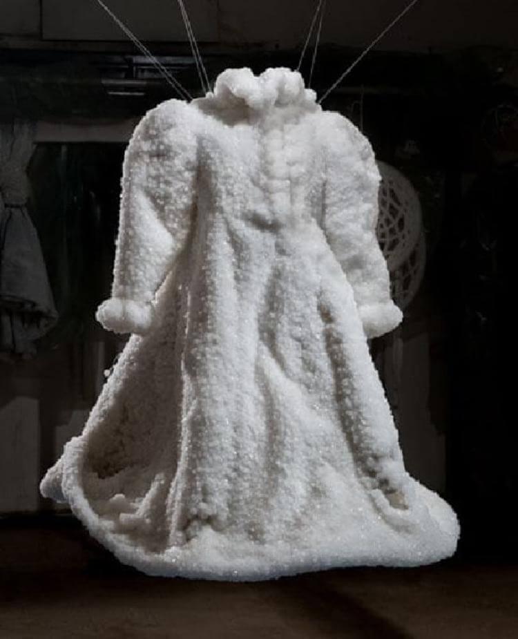 Պատահաբար ծովն ընկած հարսանեկան զգեստը 2  տարվա ընթացքում վերածվել էր արվեստի գործի