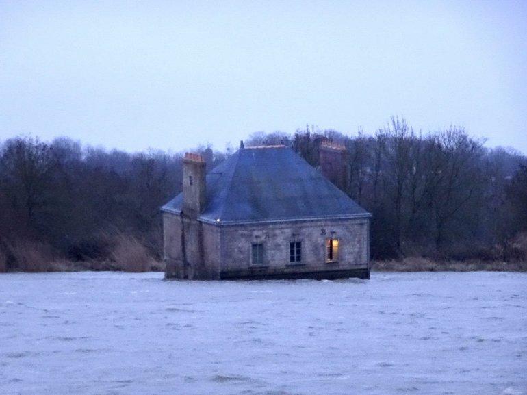 Լաուր  գետի վրայի տունը