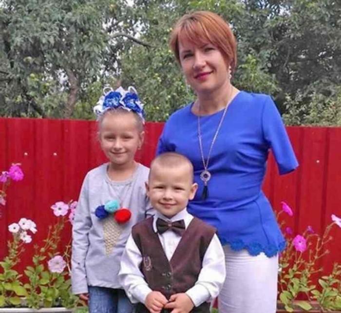 35 ամյա կինն առանց ձեռքերի ինքնուրույն դաստիրակում է իր երկու երեխաներին