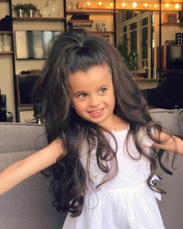 Այս երեխան ունի այնպիսի խիտ և գեղեցիկ մազեր, որ շատ աղջիկներ նրան նախանձելու են