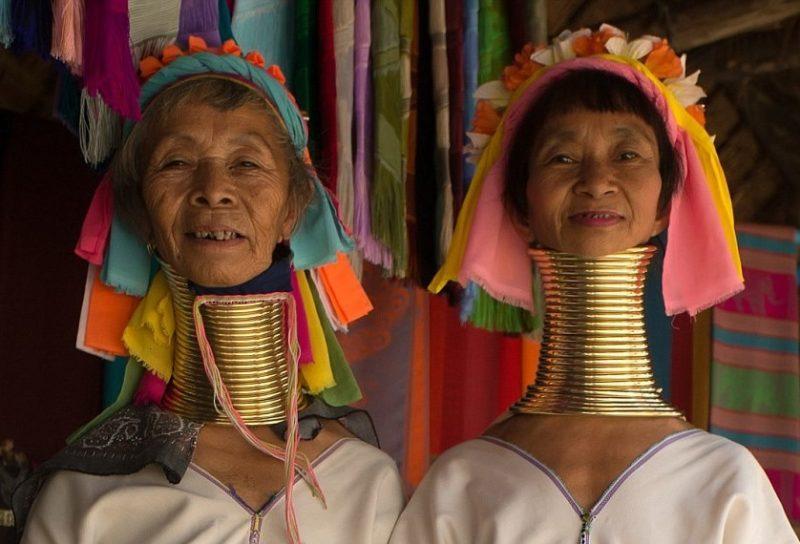 «Ընձուղտ կին». կինը 5 տարի ձգեց պարանոցը, որպեսզի նմանվի ընձուղտի