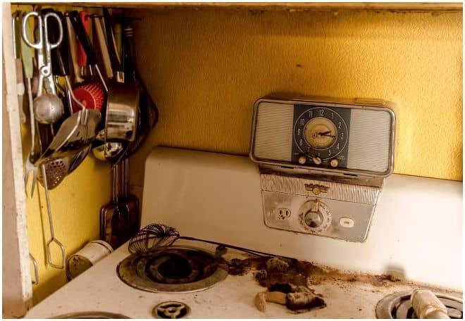 Այս տունը դատարկ է դեռևս 1950-ական թվականներից, և այն, ինչ հայտնաբերվել է ներսում ... պարզապես ֆենոմենալ է