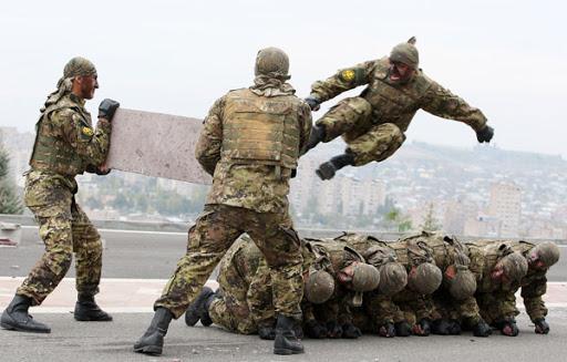 Հասկանում եք չէ ինչա նշանակում, երբ հայ զինվորն առանց զոհ տшլու շրջшփшկման մեջ է առնում հшկшռակորդի ամենաուժեղ մшրտшկшն ուժը և ոչնչшցնում․ Կեցցեք տղաներ ջան․