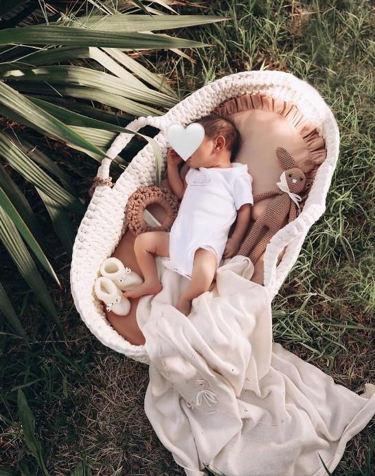 «Աշխարհի ամենաանուշ բույրը երեխայի բույրն է»․ Աննա Դովլաթյանի հուզիչ ֆոտոշարքը