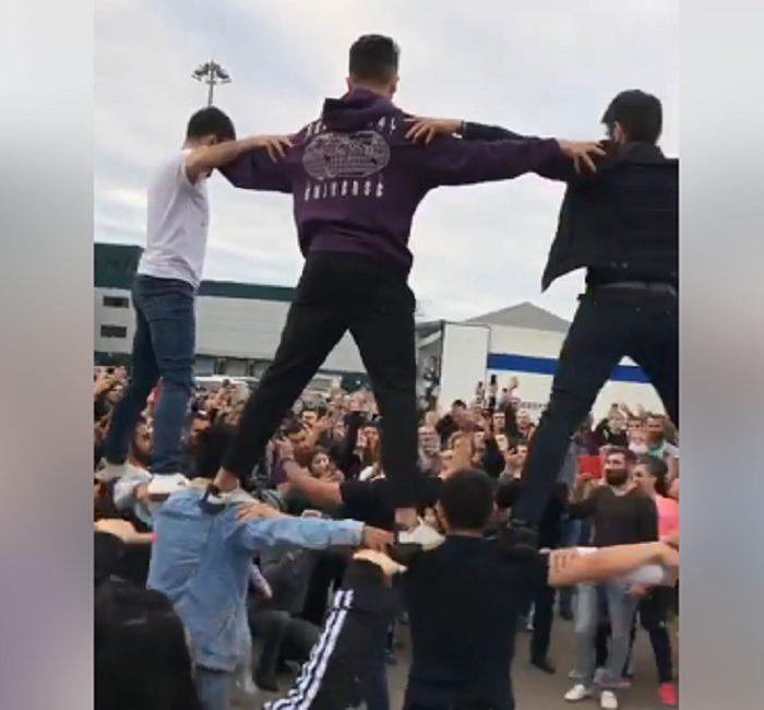 Աննկարագրելի հզոր տեսարան. Մոսկվայում հայերը պարում են Բերդ պարը