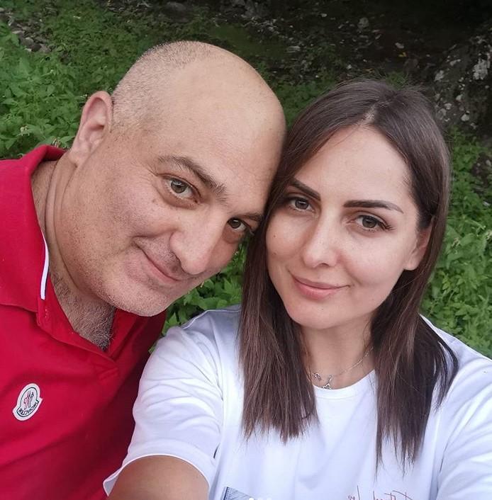 9 տարի միասին․ Անահիտ Կիրակոսյանն ամուսնու հետ լուսանկար է հրապարակել