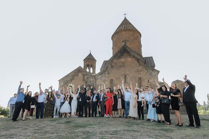 Դերասան Արթուր Հակոբյանի տղան ամուսնացել է. լուսանկարներ հարսանեկան արարողությունից