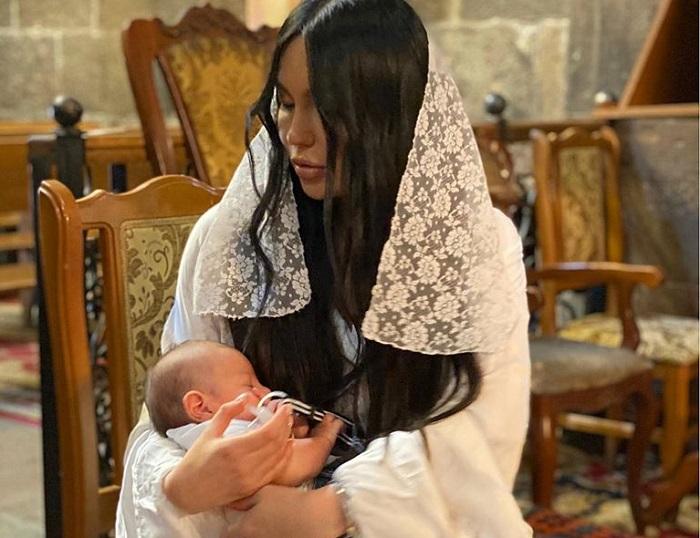 Արփի Գաբրիելյանը հրապարակել է որդու ծննդյան երկու ամսականի առիթով արված տոնական լուսանկարը