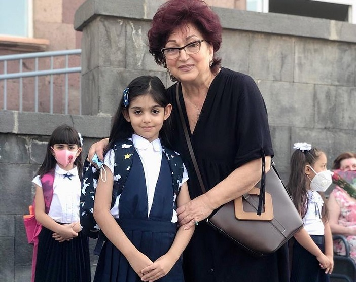 """""""Իմ Բեթին արդեն Առաջին դասարանցի է."""" Նունե Եսայանը լուսանկարներ է հրապարակել"""