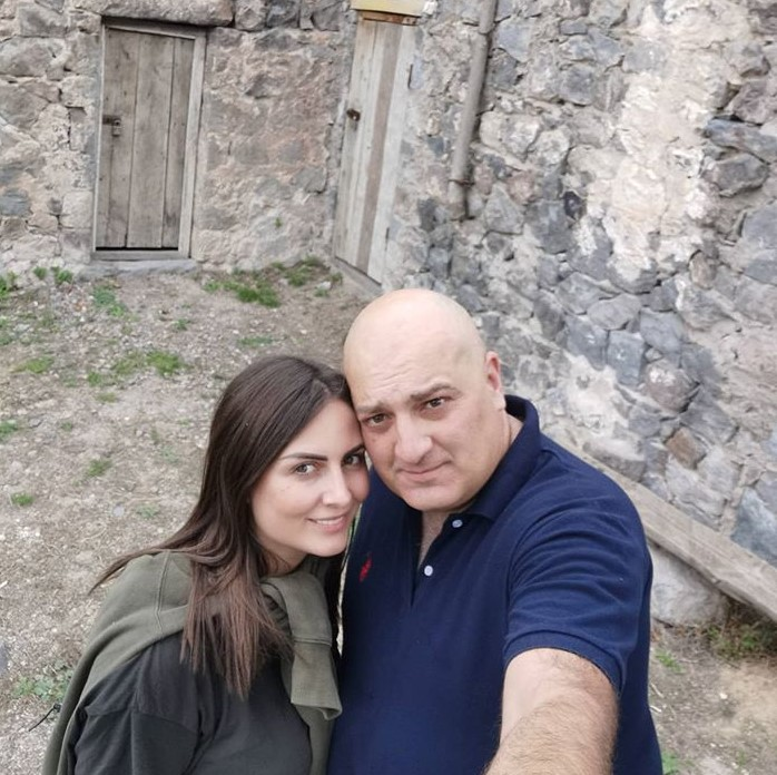Անահիտ Կիրակոսյանն ամուսնու հետ սիրառատ լուսանկարներ է հրապարակել