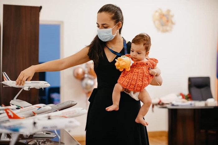 Վերադարձ աշխատանքի իմ փոքրիկ գործընկերոջ հետ. Տաթևիկ Ռևազյանն աշխատավայրից լուսանկարներ է հրապարակել