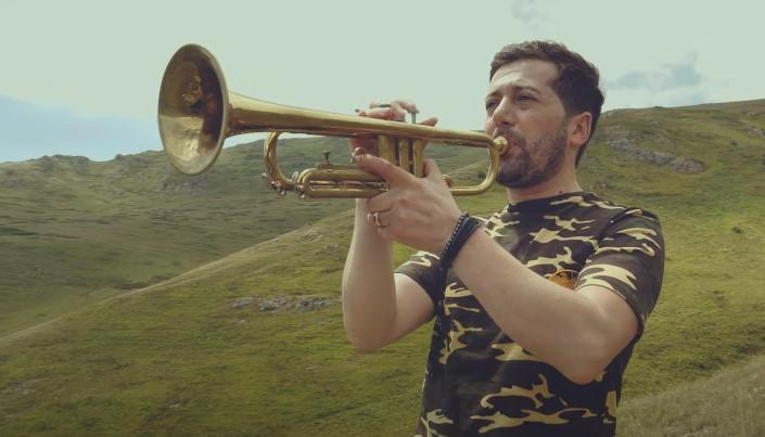 «Զինվորին»․ անչափ հուզիչ պրեմիերա՝ Վրեժ Կիրակոսյանին և Ռոման Ավագյանից