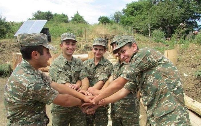 Երգում են հայ զինվորականները, հայրենի սահմանների պահապանները