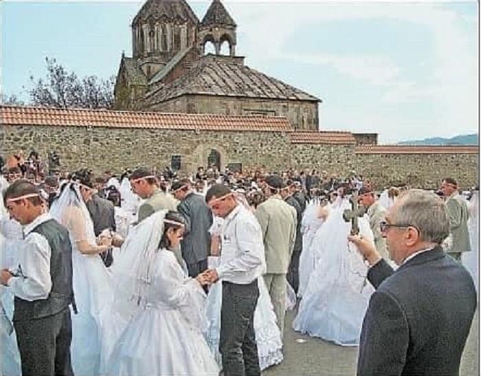 12 տարի առաջ այս օրը Արցախում տեղի է ունեցել գրեթե 700 զույգի աննախադեպ հարսանեկան արարողություն