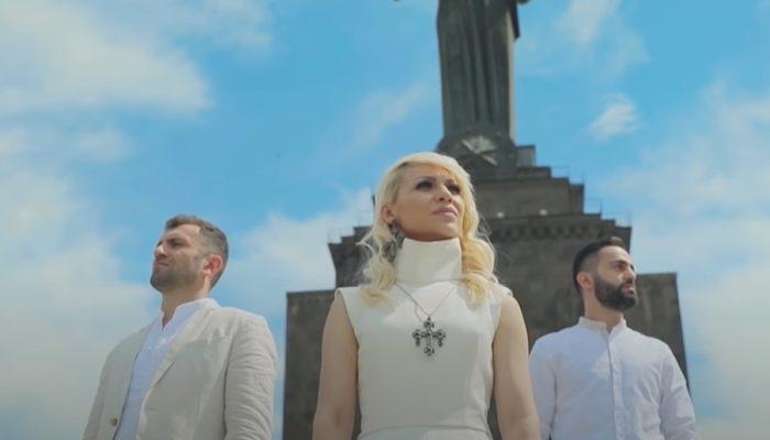 """""""Զինվորի մոր երգը"""" կատարում են Սևակ Ամրոյանը, Արփին և Վարդան Բադալյանը"""