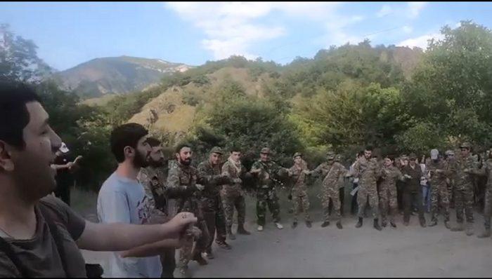 Մեր հերոս սահմանապահների գեղեցիկ, ազդեցիկ երգն ու պարը Քարվաճառում