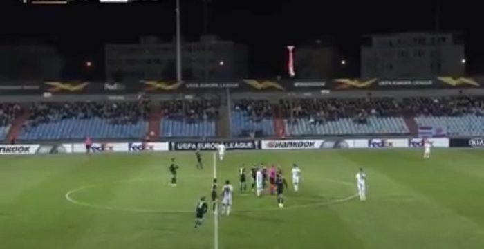 Ահա թե ինչպես են արձագանքում ադրբեջանցիները, երբ ֆուտբոլի խաղի ժամանակ դաշտ է իջեցվում Արցախի դրոշը