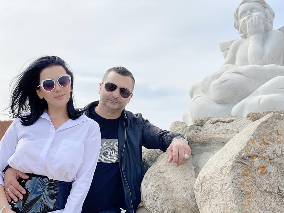 Երջանիկ եմ շատ, որ հենց դու ես իմ ամուսինը. Վիկ Դարչինյանի կինը շնորհավորել է նրան
