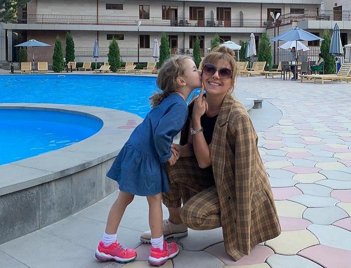 Ուշագրավ․ Սիրված դերասանուհի Սաթենիկ Հազարյանը դստեր հետ նոր ֆոտոշարք է հրապարակել
