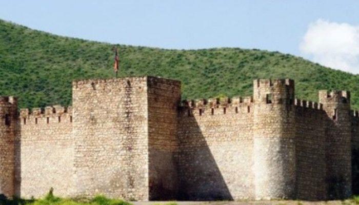 Ադրբեջանցիները դեռ հավատում են, որ հայերը հորինել են Տիգրանակերտը, պնդում են, որ մենք քարեր ենք քարշ տալիս գիշերը ՝ ստեղծելով քաղաքի գոյության պատրանք